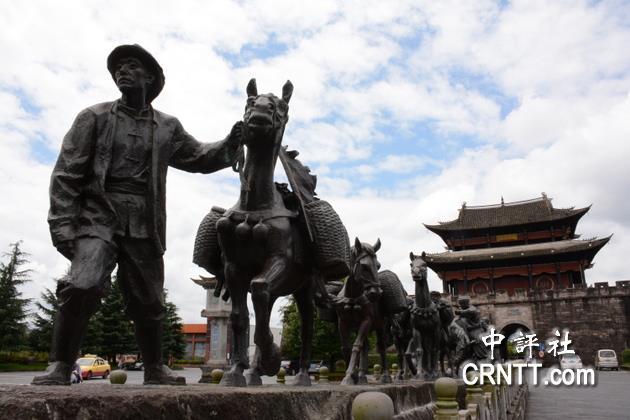 腾冲文星街北门外的马帮文化雕塑.(中评社 赵家麟摄)