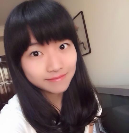 黄菡17岁女儿近照 甜美可爱气质清纯