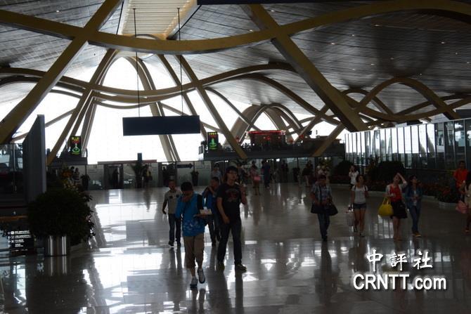 云南昆明长水国际机场的钢梁结构,有七彩云南寓意.