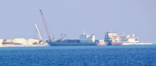 """外媒指中国挖泥船南海""""造岛"""":作业能力惊人"""