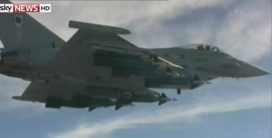 """英军""""台风""""战斗机起飞前往拦截可疑货运飞机."""