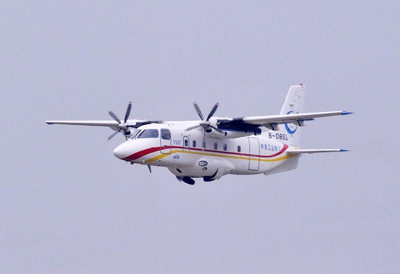中国首款民用飞机打入美国市场(组图)