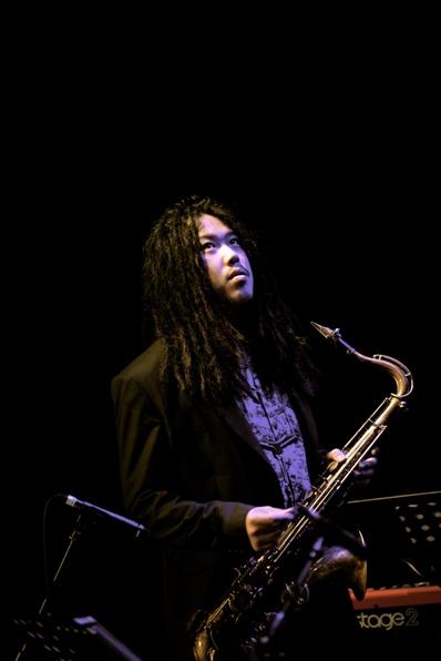 中国新一代爵士萨克斯大师、教育家、作曲家,代表著中国爵士萨克斯