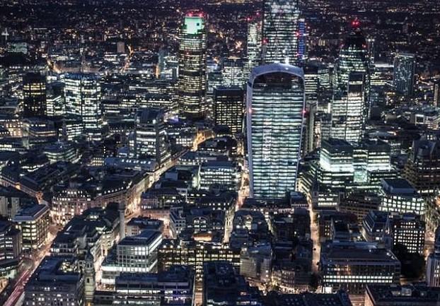没有灯火管制时,英国的首都灯火辉煌.图片