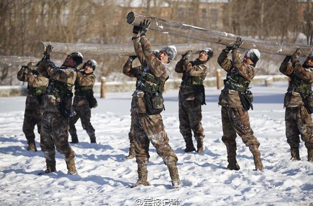 论新闻 31 解放军边防战士训练热火朝天 图