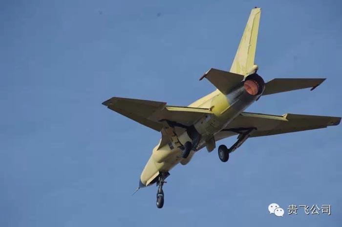 """已经交付解放军部队使用的""""山鹰""""教练机中,并未出现dsi进气道设计."""