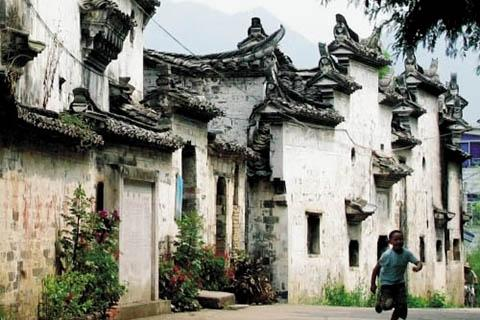 河阳古村落宏大的明清古民居建筑群引人关注.
