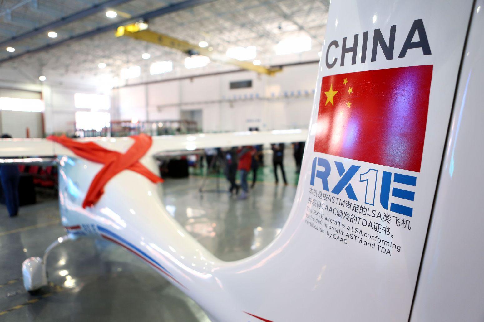 2月6日拍摄的rx1e锐翔双座电动轻型飞机局部.新华社