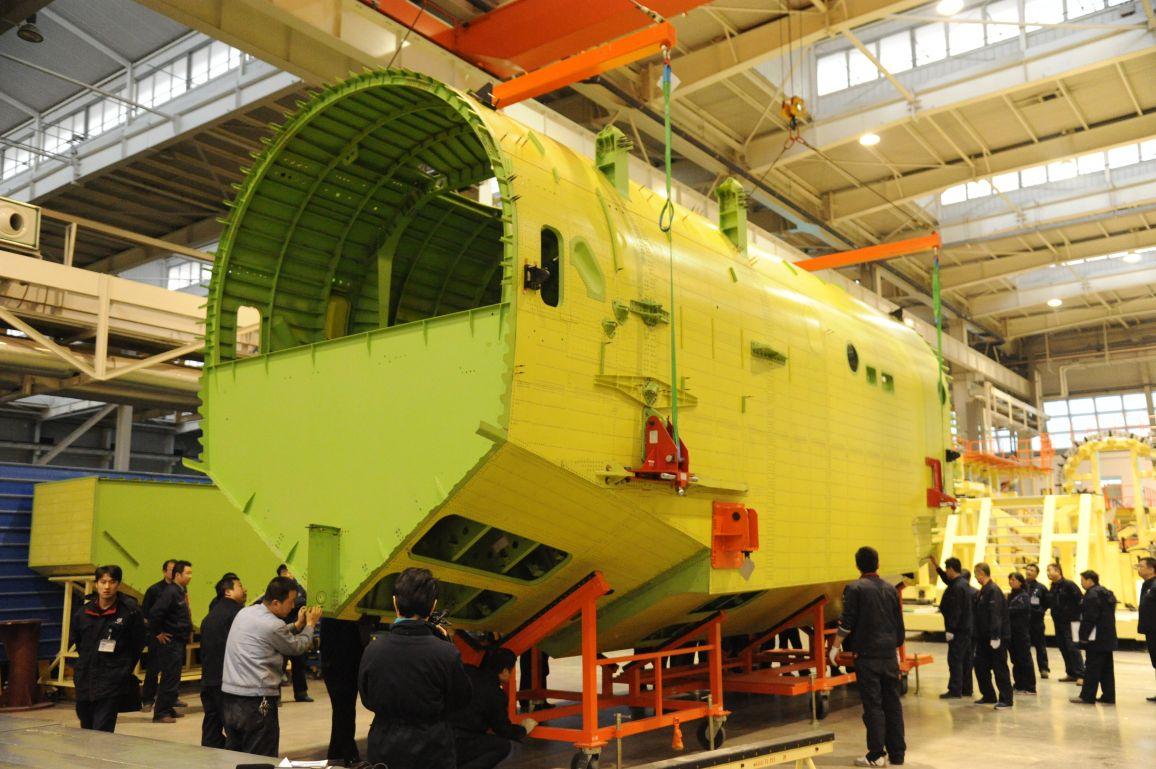 水陆两栖飞机ag600首个大部件机身中