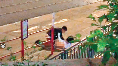 公路边大白天做爱_做爱,惟警员到场时,只见两名男女青年坐在路边,其中男方声称是大学生