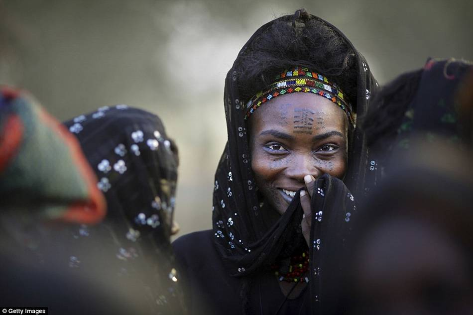 """非洲部落""""偷妻節"""":女子隨意挑選多名丈夫"""