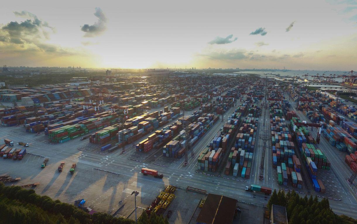 中国(上海)自贸区建设的背景,特点和对策建议文档