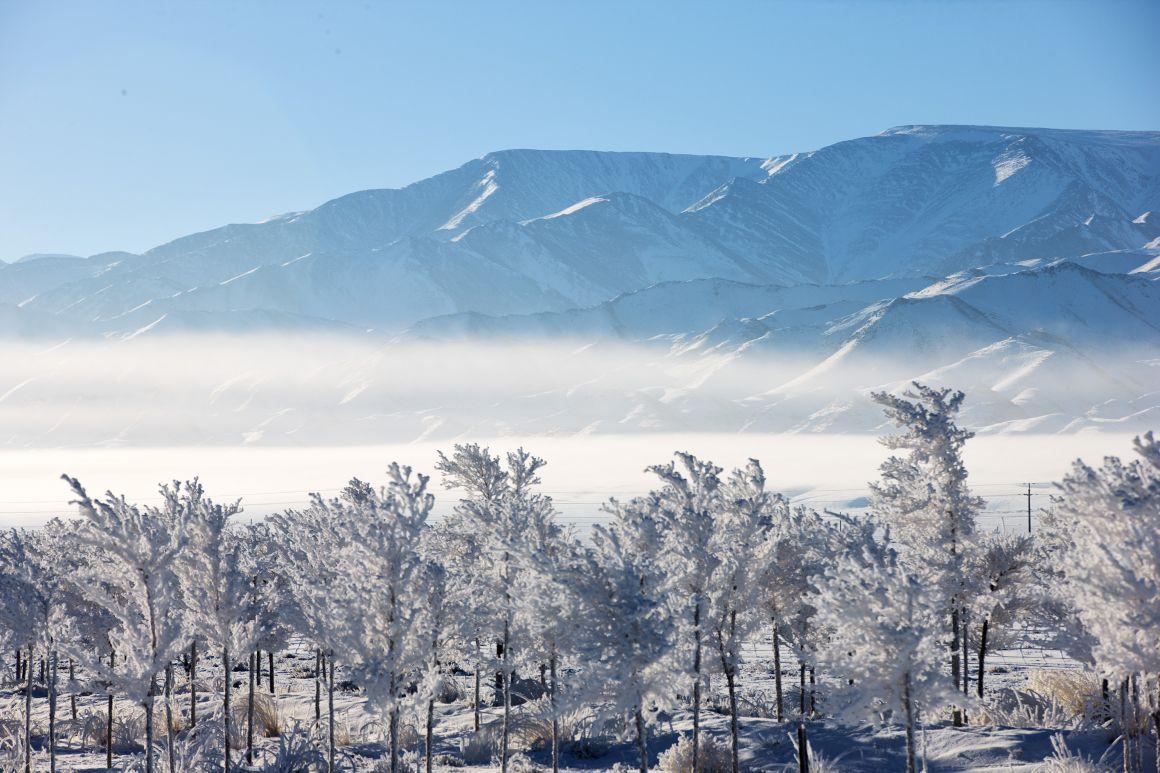 11月8日拍摄的新疆哈密天山风景区.