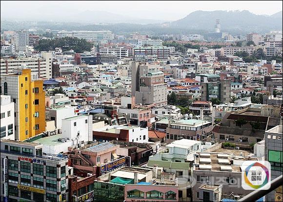 中国评论新闻:韩国济州岛房价缘何如火山爆发
