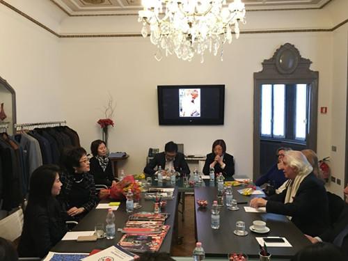 驻米兰总领事考察华人设计师工作室