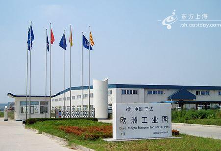 在吉利汽车杭州湾发动机工厂,技术人员可以通过app平台,对每台发动机