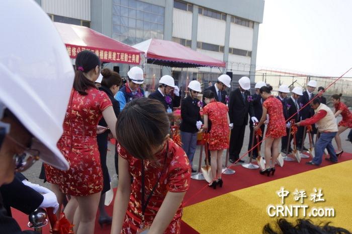 中評鏡頭:華航空巴有喜 超短旗袍險走光