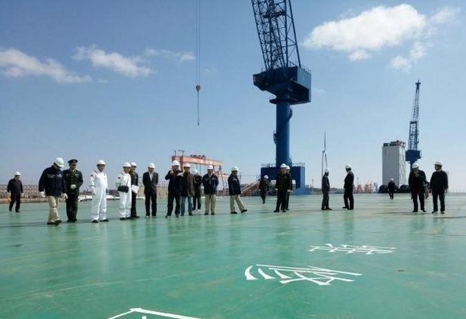 中國首艘軍民兩用半潛船建成投入使用