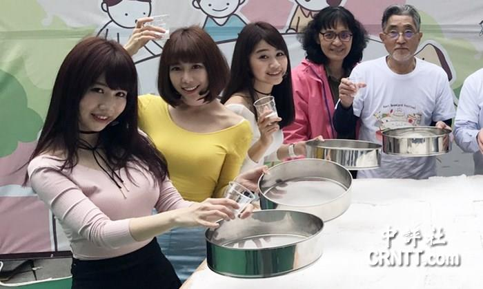 中評鏡頭:桃園美風景 人氣妹捧豆腐大蛋糕