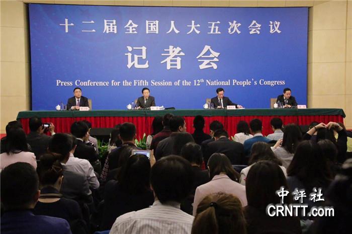 中国评论新闻:肖捷:将严肃处理扶贫资金挤占挪