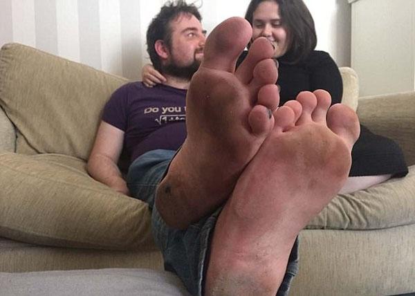 英男子為防汗腳和腳臭 赤足4年走四方