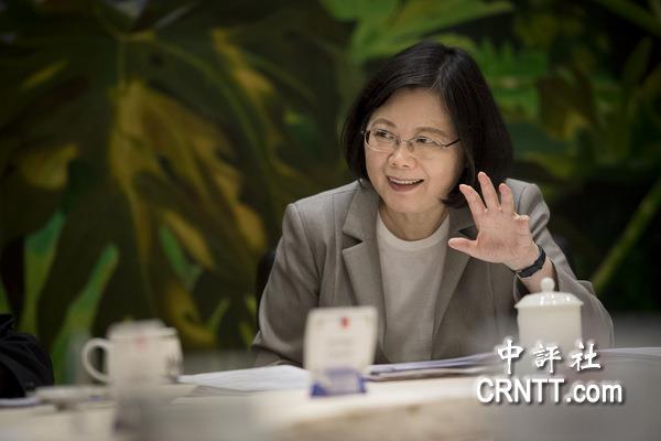 TVBS民調:蔡執政週年滿意度2成8輸李扁馬