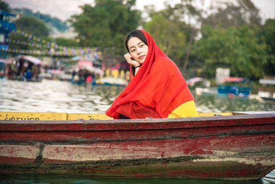 王力可尼泊爾時尚大片 盡顯清新脫俗氣質