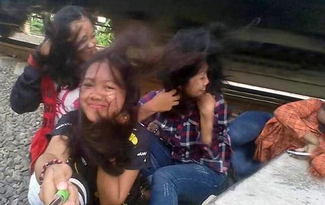 金沙娱乐国际中心:�@�U瞬�g!印尼少女�F�自拍�U�拭�