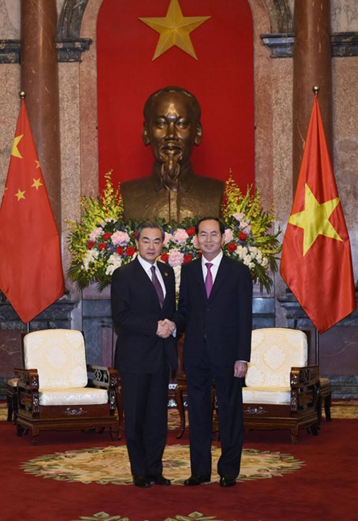 金沙国际娱乐官网:越南��家主席�大光���王毅