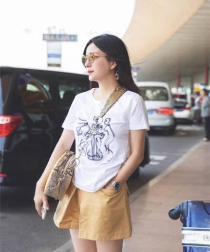 北京赛车pk10app官网:�w薇�F身�C�觥〈┌�T短裙露美腿身材�w�