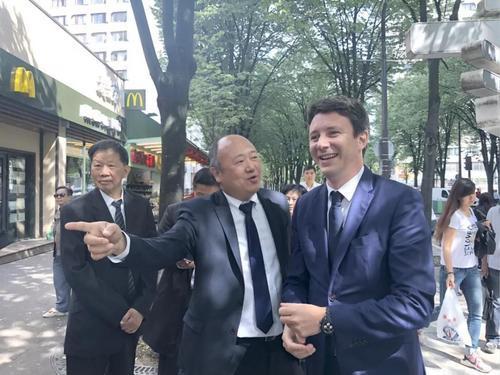 彩票app排名:法��政府�l言人考察唐人街