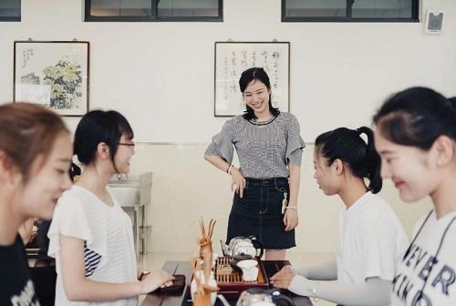 时时彩手机版平台:�江一院校�_�O女性�n程:教女性如何更完美